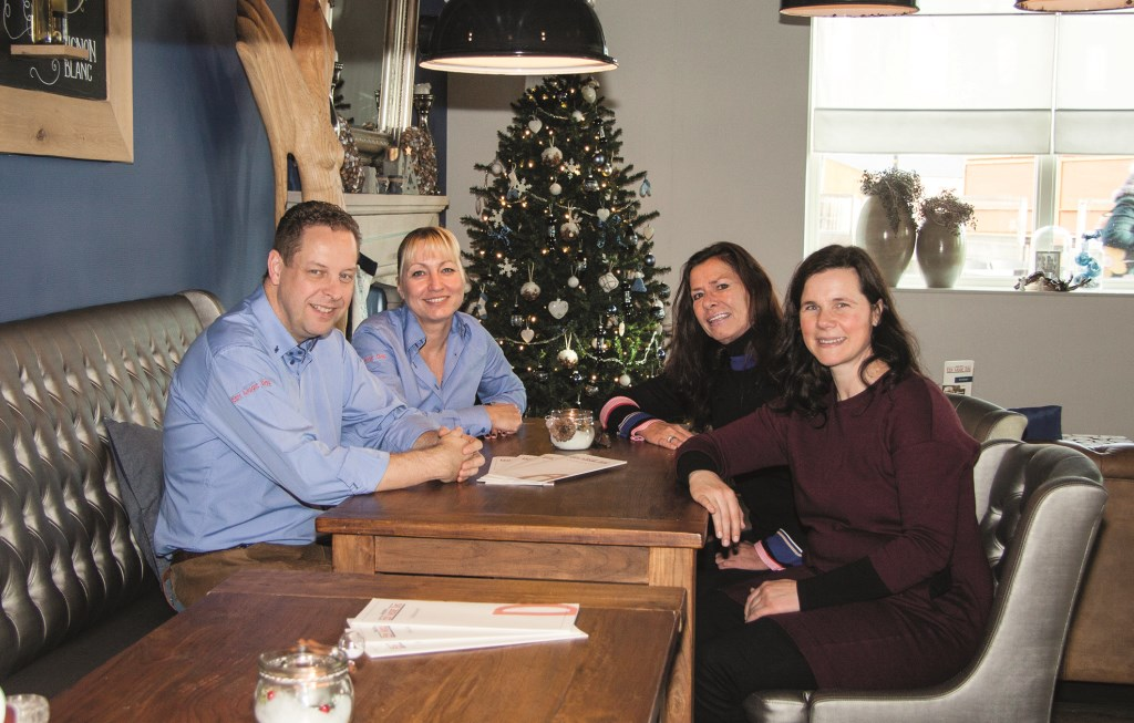 V.l.n.r.: Edwin Tunnissen en Patricia Dhondt van Brasserie Een Mooie Dag en Marion Smid en Chantal Balke van welzijnsorganisatie Mikado.