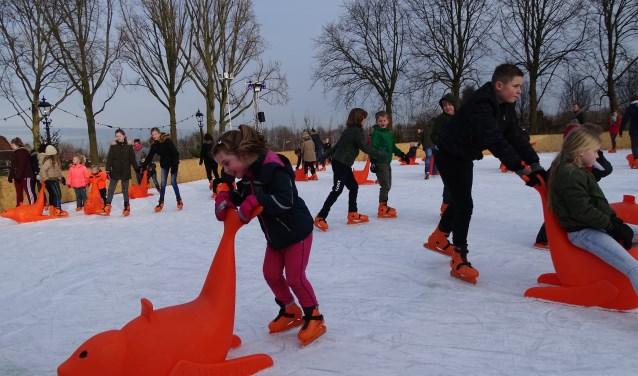 Het was drie weken ijspret op de ijsbaan in Oudewater voor jong en oud. De droom van André Groen dat kinderen het schaatsplezier weer meekrijgen is boven verwachting uitgekomen. (Foto: Margreet Nagtegaal)