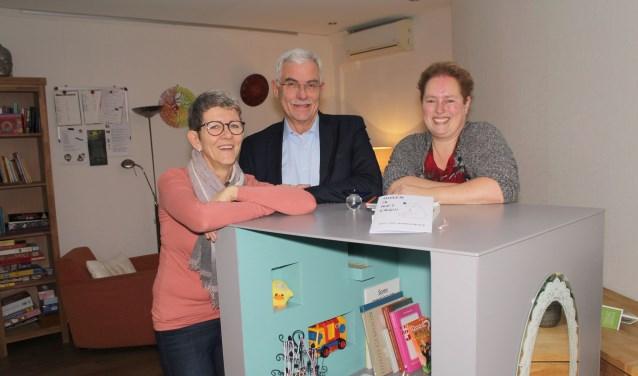 Alie Schouten, Ed Booms en Gerbiene van den Over zetten de Hospicedeuren open. (Foto: Lysette Verwegen)