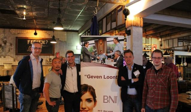 Van links naar rechts: Henk Heusinkveld, Joachim Tuenter, Jurgen van de Kamp, Wesley Huning en Nissan van Blankenstein. (foto: ondernemersnetwerk BNI)