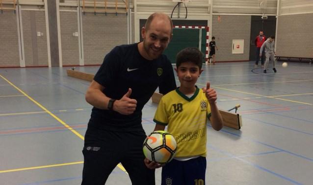 Later wil Mutaz net zo goed worden als zijn held Ronaldo. En naast zijn   gedroomde voetbalcarrière, wil hij ook graag arts worden. Zo kan hij blijven voetballen én mensen helpen.