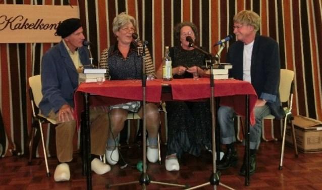 De Kakelkontjes vermaken bezoekers van de tiende Ouderenmiddag in Daarlerveen op woensdag 7 februari met leuke sketches en liedjes in het dialect.