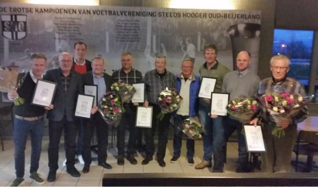 De jubilarissen van SHO. Vlnr Jan den Hartigh, Cees van Pelt, Serge Knook (voorz.), Jan van Orsouw, Johan van Zuuren, Ton vd Wetering, Cees van Oudheusden, Barry Schipper, Eelco Dröge en Piet de Waal.