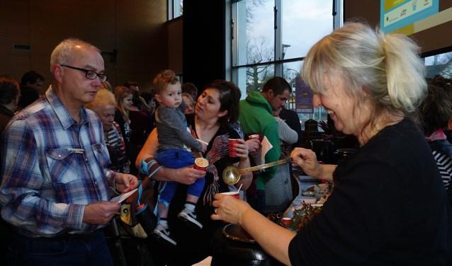 Soepmaker Maarsbergen aan tafel Gouden Soeplepel. FOTO: Ellis Plokker