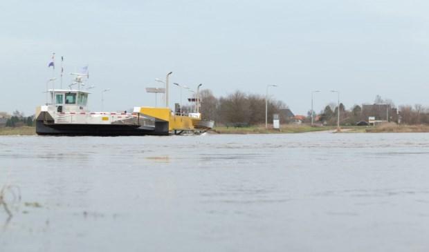 De veerpont Vierlingsbeek-Bergen is vanwege het hoge water ook uit de vaart genomen. Foto: Albert Hendriks.