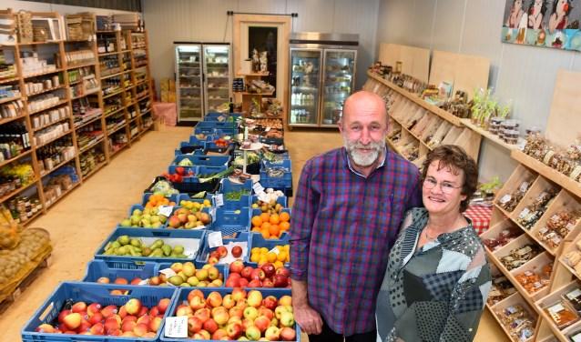 Ondernemer van de week: Wim en Gerrie van Landwinkel Luemes. (foto: Roel Kleinpenning)