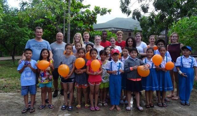 De Vietnamgangers bij de basisschool (Foto: PR)