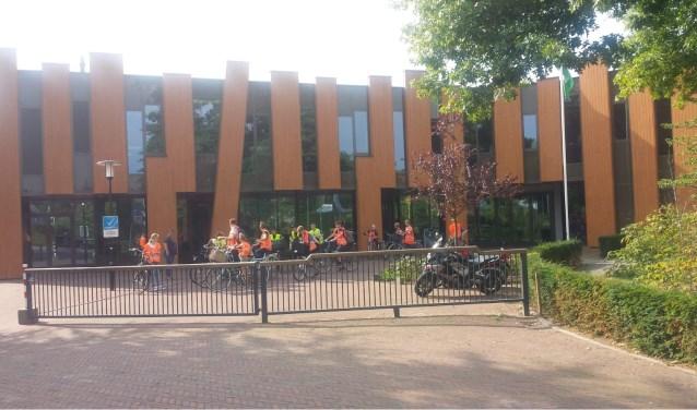 Leerlingen van het Groene Lyceum vertrekken per fiets naar hun introductiekamp