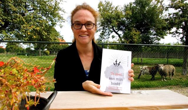 Sanne van den Engel heeft een boek geschreven over haar stofwisselingsziekte en de gevolgen daarvan. (foto: Kirsten den Boef)