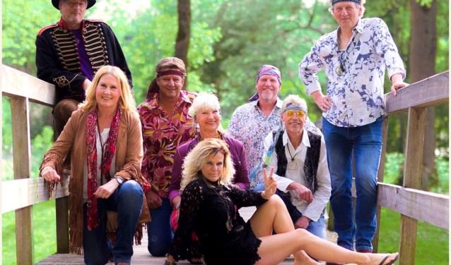 De Woodstock Tribute Band neemt de bezoekers van Franskes Avond mee naar de sfeer van het einde van de jaren '60: de 'Summer of love'.