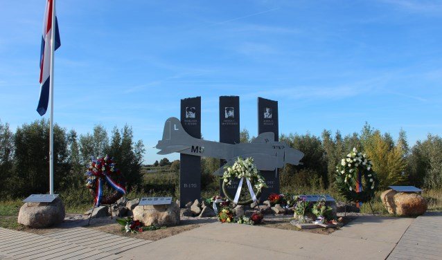 Het Mission Belle Memorial in de avondzon. Een foto zegt meer dan duizend woorden. (Foto's: Ria Scholten)