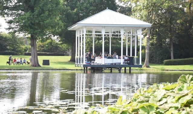 De muziektent in het Springerpark van Schoonhoven als romantische trouwlocatie.