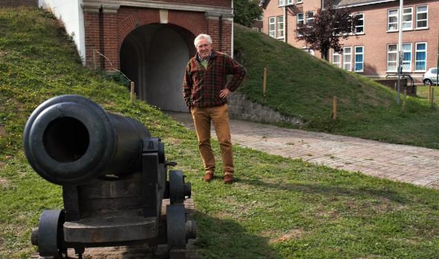 Wim Kievits is voorzitter van de Stichting Fort Isabellakazerne en brengt het militair erfgoed onder de aandacht met een tweedaags evenement met onder andere re-enactment en bijzondere voertuigen.