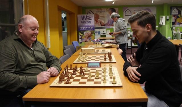 """Gerrit Gerrits (links): """"het schaakspel blijft me altijd boeien. De mogelijkheden zijn eindeloos."""" (foto: Jan Hermens)"""
