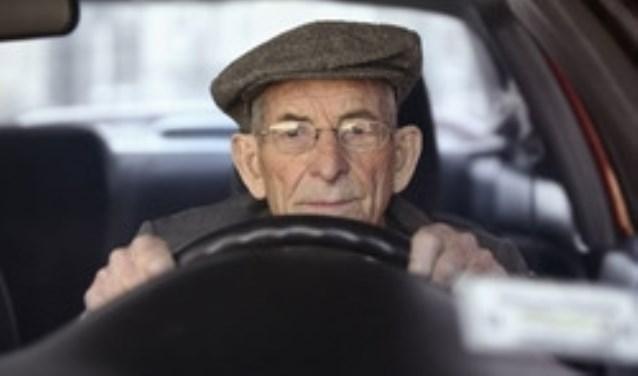Automobilisten van 50 jaar en ouder kunnen tijdens de Opfriscursus 50+ onder toezicht van een speciaal opgeleide autorijinstructeur in de eigen auto een rijtest afleggen. FOTO: PixaBay.