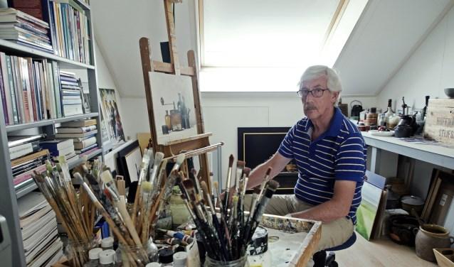 De Veenendaalse fijnschilder Uilke de Wal in zijn atelier.