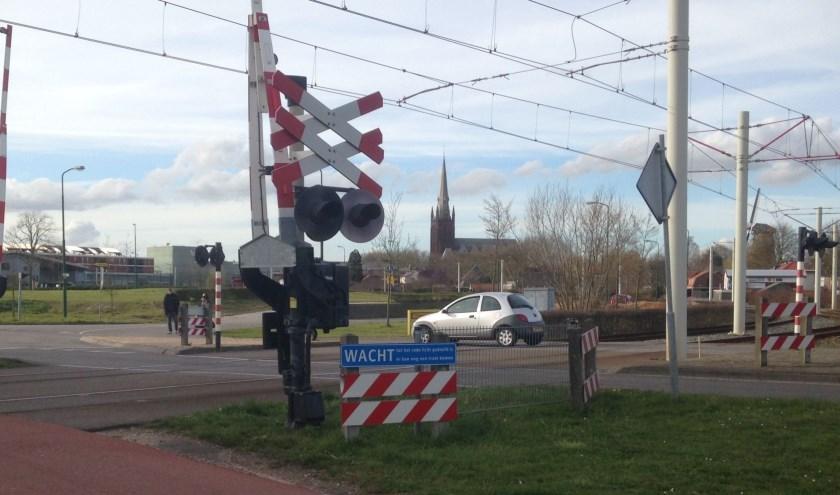 Slagboom-installaties, zoals hier in IJsselstein (Baronieweg), en in Nieuwegein worden vervangen. Het gaat in totaal om 19 overwegen.