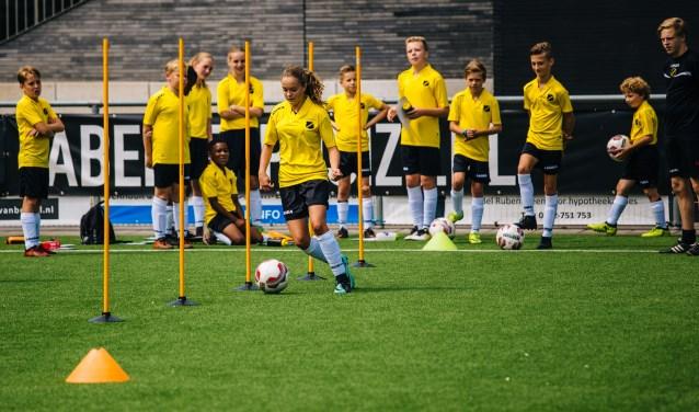 Voetbalontwikkeling en voetbalbeleving staan centraal tijdens het NAC Breda Soccer Camp en Keeperskamp.