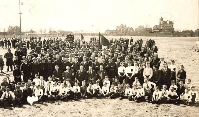 De opening van het voetbalveld van RKSVJuliana (foto collectie BHIC).
