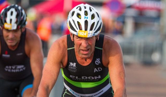Eenmaal gestart aan een hele triatlon gaat bij Ad Schoonderbeek de knop om. Dit heeft geleid tot vele nationale titels. Foto: Roos Schoonderbeek
