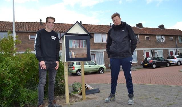 De makers van het biebje zijn Guido de Jongh (links) en Stijn Wallaart, beide leerlingen van Groene Hart Praktijkschool.