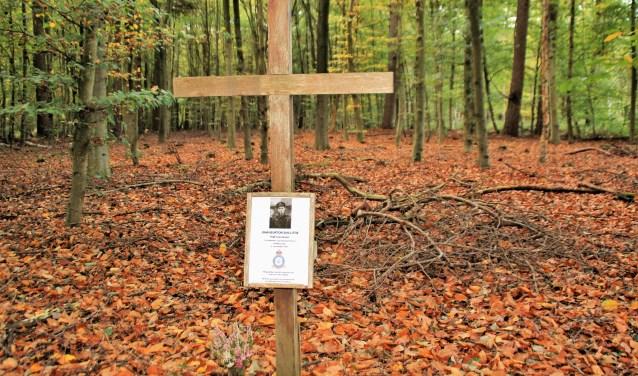 Op Landgoed Hulshorst een eerbetoon aan de gesneuvelde  flight lieutenant (kapitein) John Burton Shillitoe. Foto Dick Baas