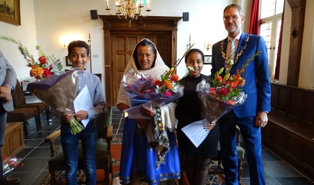 Het ontvangen van het Nederlanderschap is een belangrijke dag voor Azib Zakai en haar kinderen Helen en Abraham  uit Eritrea. (Foto: Margreet Nagtegaal)