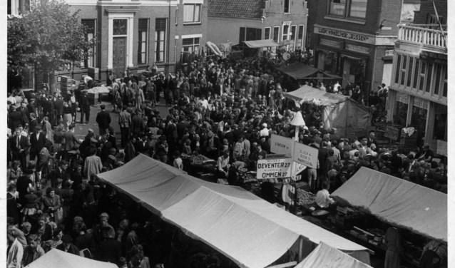 Grote najaarsmarkt op het Schild te Rijssen.