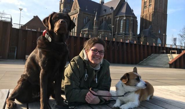 Kim de Bruijni uit Cuijk met haar honden op de Maaskade. (foto: eigen foto)