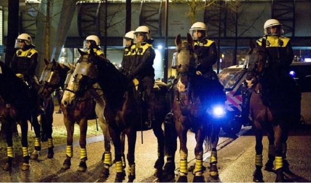 De Mobiele Eenheid wordt niet meer standaard ingezet rond de wedstrijden van ADO Den Haag. (Foto: Archief politie)