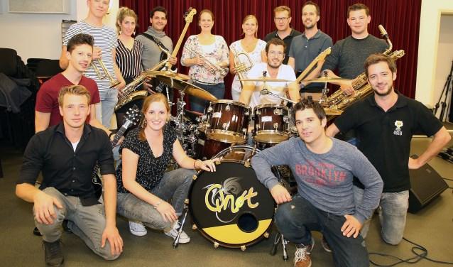 De Leendse coverbandQnøt aangevuld met oud-leden. Foto: Theo van Sambeek