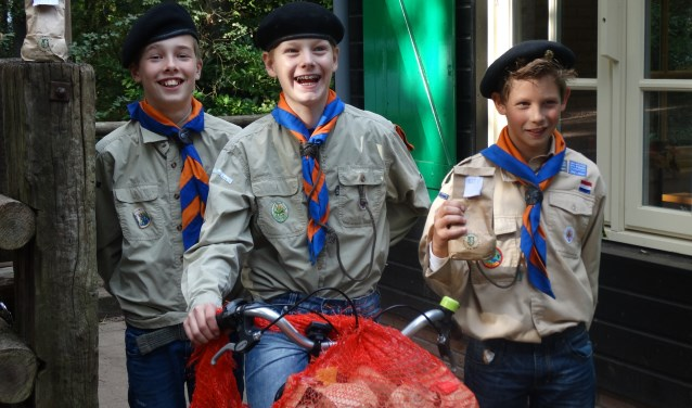 De scouts gaan met veel plezier langs de deuren om tulpenbollen te verkopen.