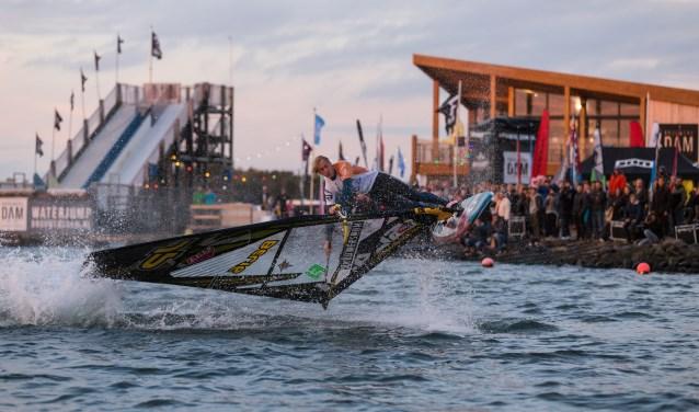 Het evenement DAM-X groeit en nog nooit werden er zo veel wereldtoppers van verschillende windsurfdisciplines verwacht. FOTO: PR