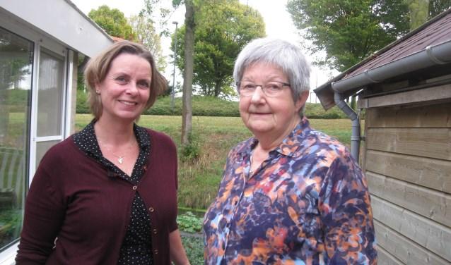 Link: Sabine van Pelt, coördinator, en rechts: Jeanny van den Broek, vrijwilliger bij Vrijwilligers Palliatieve Terminale Zorg. Foto: Mirjam Duijts-As