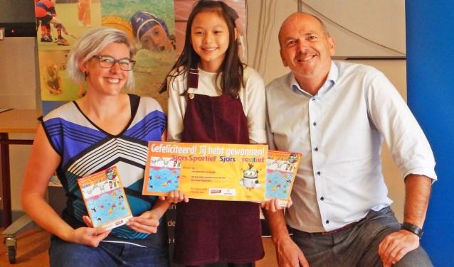 Cultuurcoach Quinta Clason en Sportaaldirecteur Bas Morsink verrasten My met haar prijs.