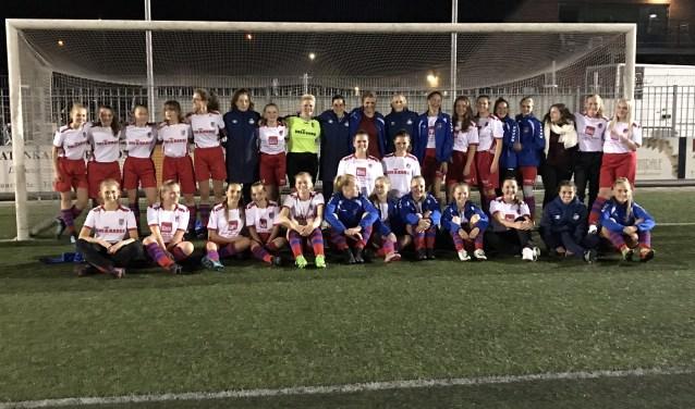 Vier dames uit het dames eredivisie team van PSV kwamen naar Wijk om de meiden uit de MO17 en MO19 te trainen.