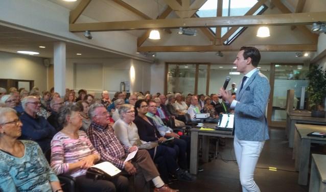 Wethouder Dylan Lochtenberg bij startbijeenkomst in Veenendaal Noord-oost