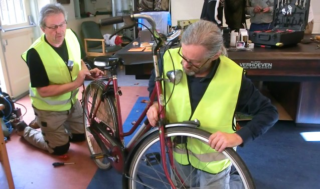 fietsenmakers aan het werk