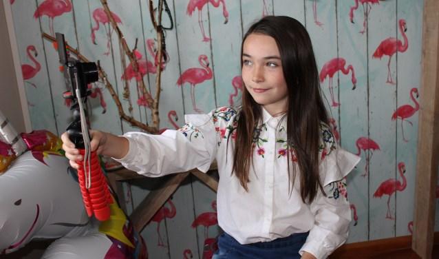 Isa van Uden hoopt op veel duimpjes voor haar zelf bedachte filmpje voor De Viralfabriek. Foto: Wendy van Lijssel