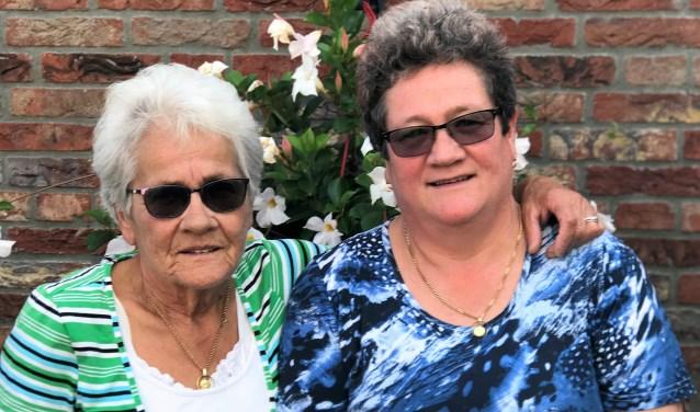 Marietje van Krugten (76) en haar dochter Annelies Scheij (56). Het is dit jaar voor het eerst dat een moeder en een dochter samen genomineerd zijn.