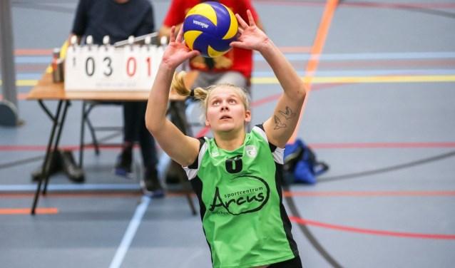 Lotte Könning verdeelt het spel.