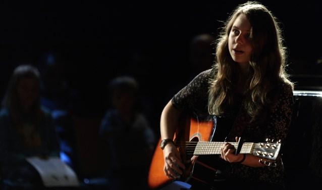 """""""Jonge singer-songwriter treedt op tijdens Muzeavond in de Muzehof"""""""