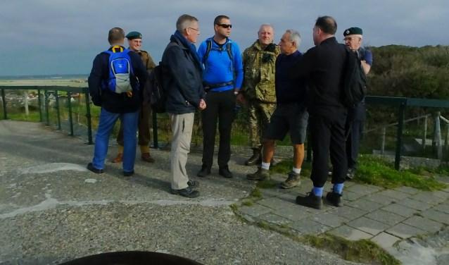Uitleg bij de bunker in Zoutelande