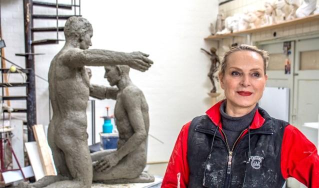 Stichting Kunstweek organiseert jaarlijks de verkiezing Kunstenaar van het jaar.