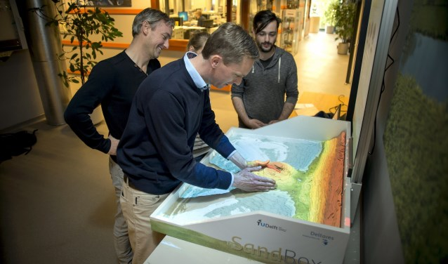 Sandbox van Deltares. Modelleer de kust met je handen.