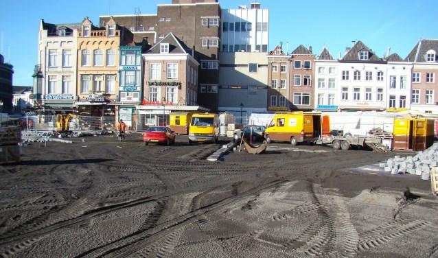 Herinrichting van de Bossche Markt in maart 2008, met helemaal links het pand 'In de Kleine Werelt'. Foto: Josephine Peren