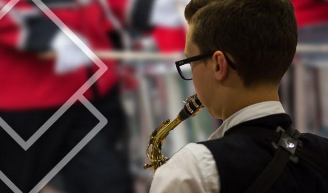 Saxofonist Sem van Hal, ooit begonnen als AMV'er