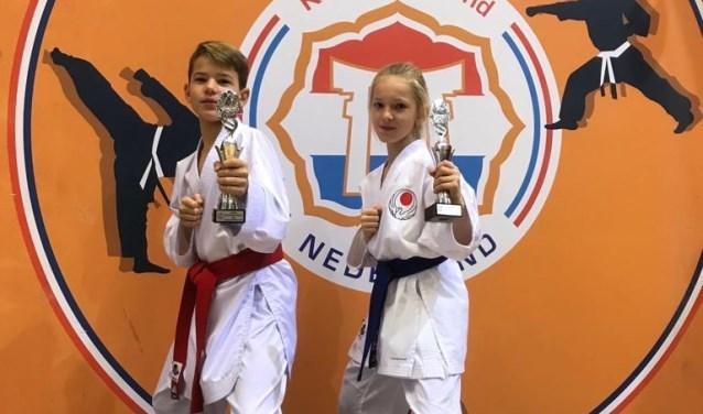 Jay Stigter (11) en Mila Pieplenbosch (9) – resp. (brons, brons) en (brons, zilver). (Foto: Privé)