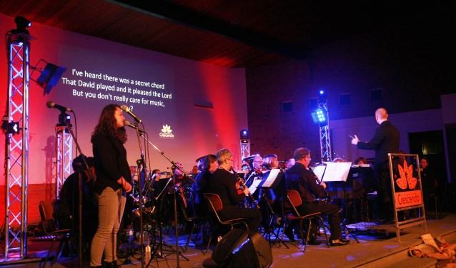 Chr. Harmonie Crescendo en Amber van Dijk tijdens Het Améézing Concert 2017