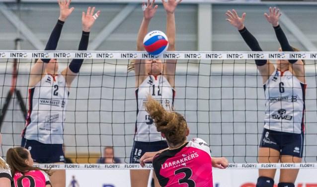 Bij de dames van Sliedrecht Sport volgen de wedstrijden zich deze maand in een bijzonder hoog tempo op. (Foto: Peter Verheijen)